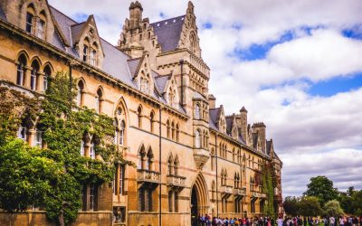 Universities discount fees for international students stuck outside Australia